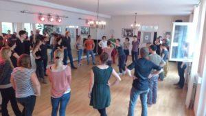 Tanzstunde mit Kurs, Beispiel